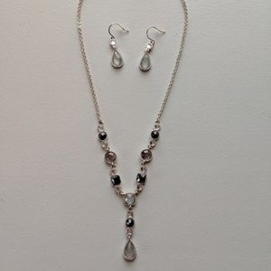 Avon beautiful Y necklace & matching earrings set